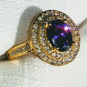 Jewelry - Stunning Amethyst and White Topaz ring